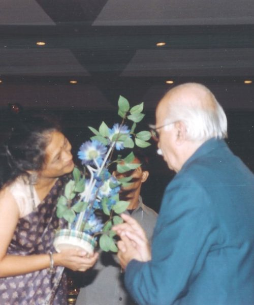 Vaswati Receiving Bouqet from Shri L. K. Advani (Medium)